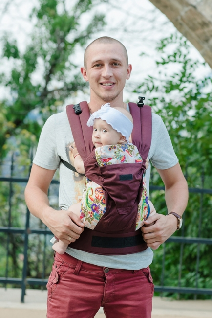 Ерго-рюкзак Світ навколо бордовий